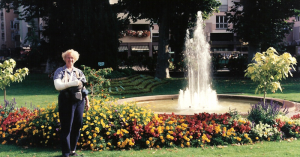 Marsha Black in a full shoulder-to-wrist cast at the Unterlinden Gardens, Colmar, France