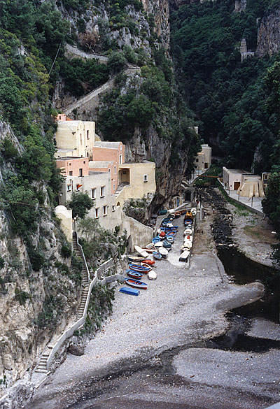 Photo: Atai, an Amalfi Coast town with the narrow windy road that had been chiseled out of the stone hillside