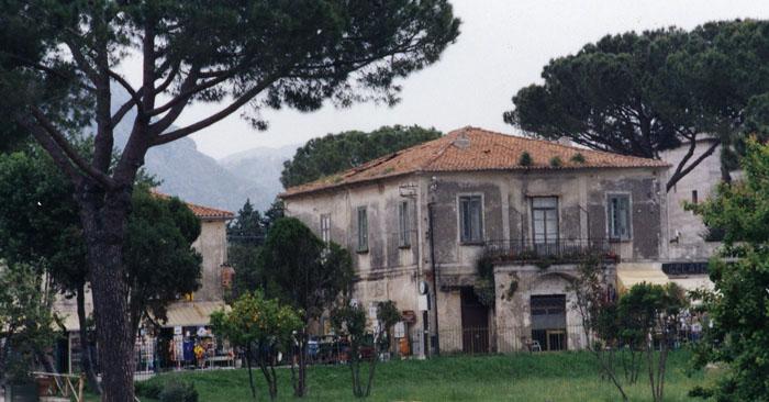 Photo: Greek ruins of Pasteum, Italy on the Amalfi Coast | Photo: Marsha J Black